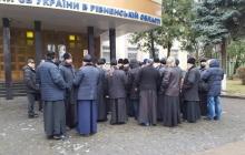 СБУ вызвала священников УПЦ МП на допрос за государственную измену - кадры