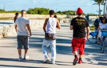 В американском городке разрешено выходить на улицу со спущенными штанами