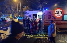 В Киеве полиция врезалась в машину с ребенком: от удара женщина вылетела из авто