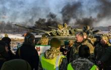 Дать отпор агрессору: Порошенко встретился с танкистами на полигоне в Черниговской области - яркие кадры