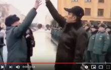 """В России глава Чувашии заставил офицера МЧС прыгать, """"как собачка"""", за ключами от служебного авто: видео скандала"""