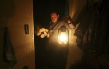 """Оккупант погрузил Луганск во тьму: Луганщина """"парализована"""" масштабным блэкаутом, нет электричества, связи и воды"""