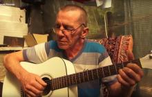 Житель Крыма написал трогательную песню об Украине - видео из Ялты