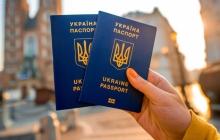 """Порошенко """"разгромил"""" российский паспорт и объяснил, чем украинский лучше"""