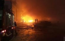Под Одессой пылает маслоперерабатывающий завод, огонь распространяется молниеносно - первые кадры