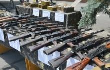 В СБУ продемонстрировали гигантский оружейный арсенал, изъятый у нардепа Надежды Савченко, – кадры
