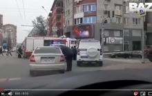 В российском Ростове следователь взял жену в заложники и забаррикадировался в квартире: видео