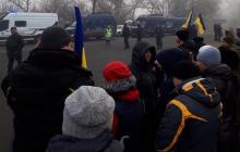 Коронавирус из Китая: в Полтавской области люди вышли на протест, начались столкновения с полицией