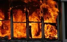 В Сеть выложили новое видео с места  резонансного пожара в Донецке сутки спустя: убытки огромные - кадры