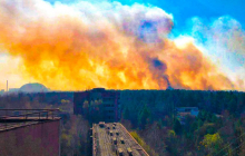 Пожар в Чернобыле: огонь уже в 2 км от радиоактивных хранилищ АЭС, в зону въехала Нацгвардия