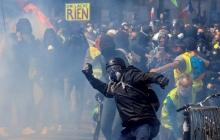 Российскую журналистку избили во время уличных протестов во Франции, в Москве негодуют – кадры