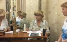 Кадры, поразившие Сеть: пенсионерки Путина наводили порчу на хорватов в темной комнате, но им это не помогло
