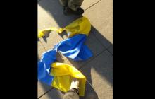 """Боевики """"ЛНР"""" осквернили и растоптали флаг Украины на акции протеста в России: опубликованы фото - вспыхнул скандал"""