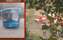 В Болгарии автобус с туристами после столкновения упал с 20 метров и загорелся: много погибших -  кадры