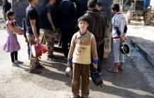 Сотни голодных жителей Мосула ищут спасения у солдат иракской армии: военные ждут подмоги и отдают свои пайки
