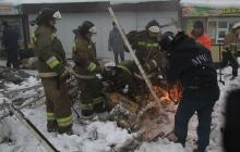 """""""Люди со сломанными ногами, головы в крови..."""" - очевидцы показали видео обрушения крыши рынка в Макеевке"""