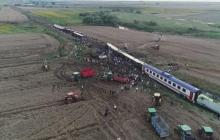 10 погибших и срочная эвакуация раненых: СМИ показали, что творится в районе страшной катастрофы поезда в Турции
