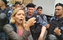 Беспредел силовиков Путина на митинге в Москве: иностранных журналистов бросают в автозаки - фотофакт