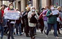 Бабушки против: в Минске на протест против ОМОНа и Лукашенко вышли пенсионеры