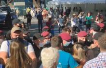 "В Киеве полиция оттеснила митинг под КВЦ ""Парковый"" во время съезда ""Слуги народа"""