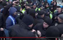 """На """"слугу народа"""" Беленюка набросилась толпа аграриев под Радой: появилось видео"""
