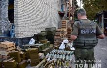 Полиция на Донбассе разоружила 3 батальона добровольцев ВСУ и вывезла массу оружия - фото