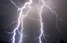 Осталась на огороде кое-что досадить: на Тернопольщине молния попала женщине прямо в голову