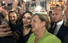 Меркель поразила жителей Еревана прогулкой по вечернему городу: соцсети опубликовали фото