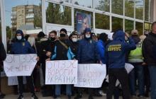 Патриоты сорвали куму Путина встречу в Николаеве: Медведчук уехал в Одессу