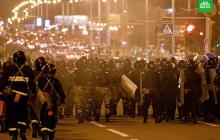 В Минске ОМОН избивает людей, обливает протестующих неизвестной оранжевой жидкостью: появилось видео