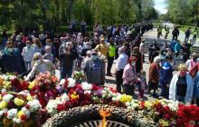 """Автопробег """"ОПЗЖ"""", нападение на журналистку и запрещенная символика: как в Одессе отметили 9 мая, кадры"""