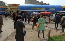 В Черновцах люди штурмом брали магазины перед комендантским часом, кадры