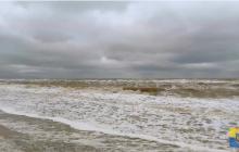 Из-за шторма в азовском море курорты отрезаны от большой земли: ситуация очень сложная