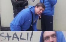"""Украинский боксер """"поклоняется"""" Сталину: в Сети появилось фото Усика на фоне надписи """"Viva Stalin"""""""