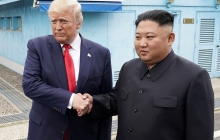 Президент США первые ступил на землю КНДР: исторические кадры встречи Трампа и Ким Чен Ына