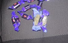 Молдаванин собирался вывезти из Украины марихуану в обертках от конфет известной шоколадной компании – кадры