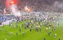 """Историческая победа: фанаты тысячной толпой приветствовали """"Днепр"""" на футбольном поле"""
