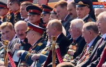 Лукашенко с сыном Николаем появился на параде в Москве - СМИ заметили один нюанс