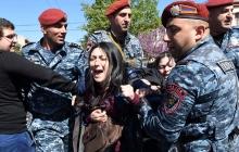 """Ситуация на митингах в Армении остается """"взрывоопасной"""": полиция грубо разгоняет людей, задержаны более 80 человек - кадры"""