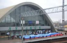 """""""Не протолкнуться"""", - видео ЖД вокзала в Луганске всколыхнуло соцсети – поразительные  кадры"""
