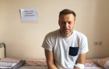 """Фото измученного Навального """"взорвало"""" Сеть: оппозиционер выжил после """"аллергии"""" и назвал отравителей"""