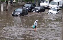 Мощный ливень затопил улицы курортного Бердянска – город частично обесточен