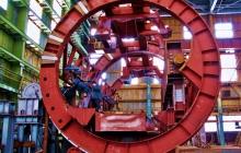Очевидцы: в Зугрэсе разрезают на металлолом Зуевский энергомеханический завод