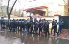 Посольство России в Харькове под усиленной охраной – тревожные кадры