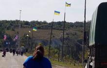 На мосту в Станице Луганской убрали украинские флаги - происходит что-то странное