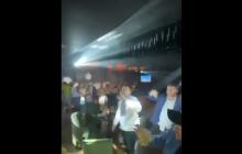 """Давида Арахамию """"поймали"""" в одном из ночных клубов Киева: тот танцевал в вышиванке под """"Черный бумер"""""""