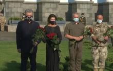 В День Независимости Петр Порошенко почтил память погибших украинских бойцов