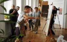 """Ангел Мира"" ко Дню Независимости: в Тернополе школьник установил рекорд, написав картину за 2781 секунду"