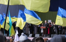 Хотел немного заработать, но попал под раздачу: на митинге Порошенко побили сторонника Шария – кадры