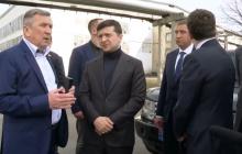 """""""Возьмите хоть пару машин"""", - президент Зеленский посетил автомобильный завод КрАЗ"""